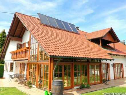 Großzügiges Einfamilienhaus in ruhiger Wohnlage mit tollem Garten und Garage