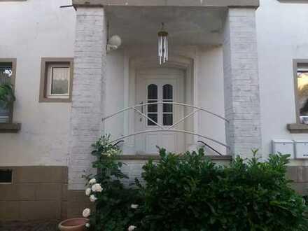 Schön gelegene, sanierte 2,5-Zimmer-Wohnung mit EBK in Wallhalben/ Schmitshausen