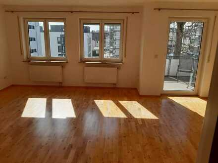 Helle 3-Zimmerwohnung mit sonnigem Balkon, hochwertiger EBK, Keller und Tiefgaragenstellplatz