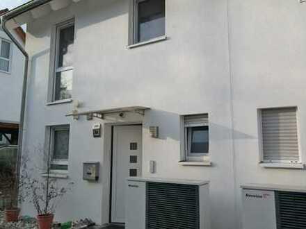 Moderne Doppelhaushälfte mit Garten in Eschborn zu vermieten!