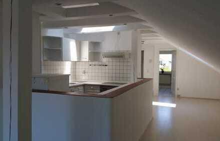 Renovierte zwei Zimmer Dachgeschosswohnung in Ingolstadt, Süd