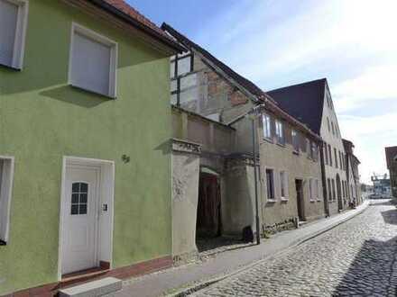 ☆ ☆ ☆ ☆ ☆ Am Fischmarkt in Wolgast: Teilsaniertes Wohnhaus, Garage, großes Sommerhaus ☆ ☆ ☆ ☆ ☆