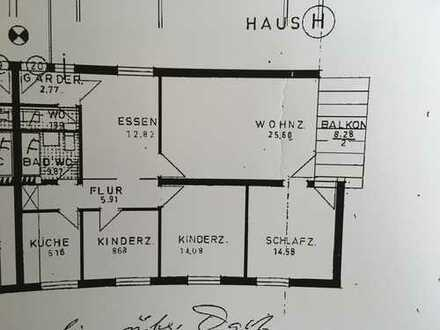 Helle, moderne 4-Zimmer, mit Balkon in rückwaertiger Lage und Tiefgaragenstellplatz