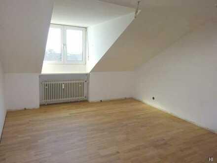 Schöne renovierte 3- Zimmer- DG-Wohnung