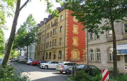Spitzenlage ! Lichtdurchflutete Altbauwohnung , Gärten h.d.Veste mit Burgblick von Privat