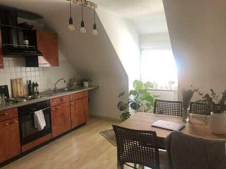 Gepflegte 1-Zimmer-Dachgeschosswohnung mit EBK in Kaiserslautern
