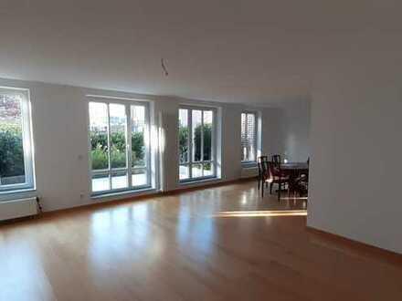 Traumhafte 4-Zimmer-Wohnung mit Tiefgaragenstellplatz am Menke-Park (von privat)