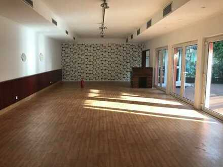Ladenlokal / Studio in zentraler Lage