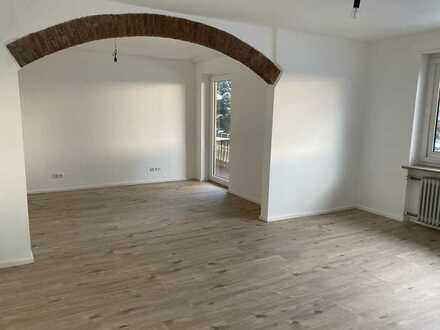 Erstbezug nach Sanierung: helle 3-Zimmer-Wohnung mit EBK und Südbalkon mit Blick über Dinkelscherben