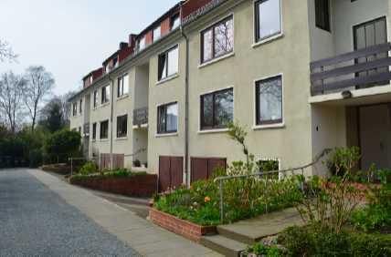 Gepflegte 4-Raum-Wohnung mit Balkon und Einbauküche in Bremen