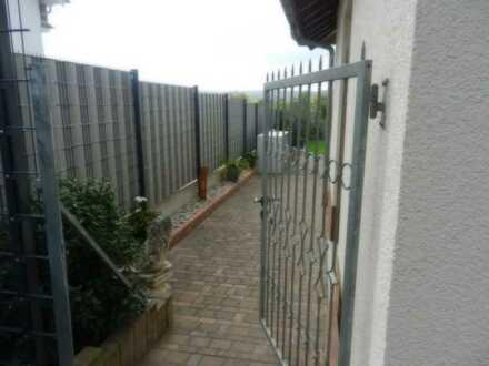 Gepflegte 2-Zimmer-Wohnung mit Terrasse und Einbauküche in Wonsheim