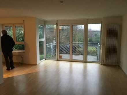 Gepflegte helle 3-Zimmer-Wohnung mit Balkon und EBK in Frankfurt am Main-Ginnheim