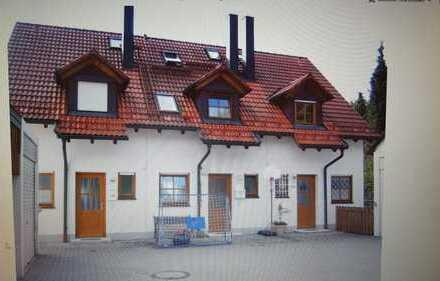 2 WG Zimmer (16,5 qm + 10,3 qm) in kleinem RMH mit sonniger Terrasse!
