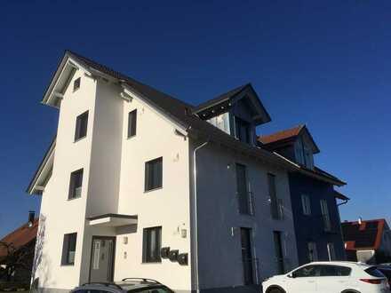 Neuwertige 3-Zimmer-OG-Wohnung mit Balkon und EBK in einem 3-Familienhaus in Rheinhausen
