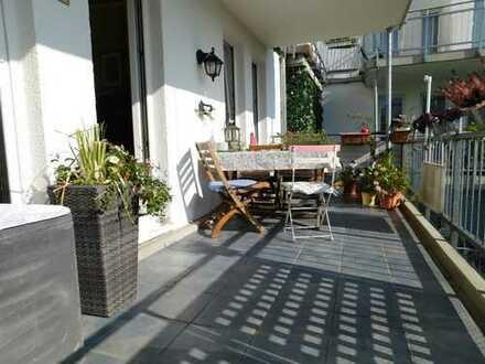 Sonniges zwei Zimmer Apartment mit tollem Ausblick, Loggia und TG- Stellplatz!