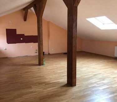 Sanierte und helle Dachgeschoss-Wohnung im Süden von Kray