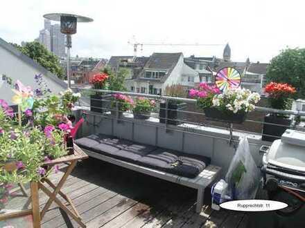 Lichtdurchflutete Dachgeschoss-Maisonette-Wohnung in Toplage von Sülz