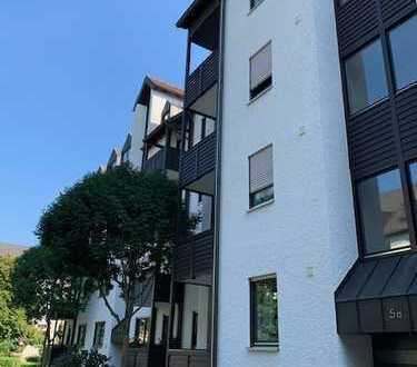 Stilvolle, gepflegte 1,5-Zimmer-Wohnung mit Balkon und Einbauküche in Augsburg