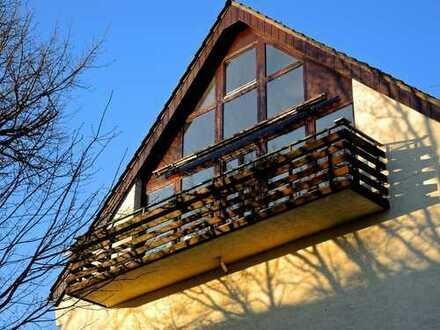 familienfreundliche, helle, vier Zimmer Dachgeschoss Wohnung Bayenthal