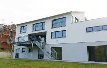 Neugebautes geräumiges Einfamilienhaus mit Anliegerwohnung