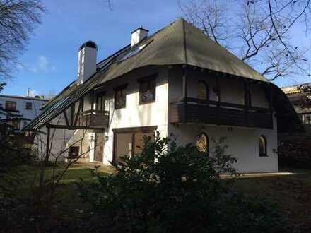 Walmdachvilla in bester Gegend: Harlaching-Menterschwaige