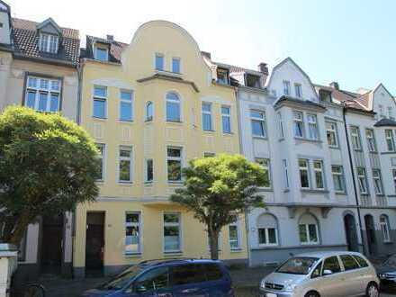 KR-Vom Bruck Platz: schicke 3 Zimmer AltbauWohnung sucht neue Bewohner; ideal für die kleine Familie