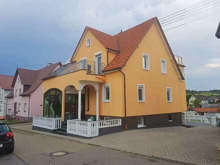 Helle möblierte DG Wohnung mit Dachterrasse und Blick über Gräfenhausen