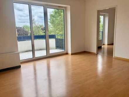 Helle 2,5-Zimmer-Wohnung mit Balkon und EBK in zentraler Lage