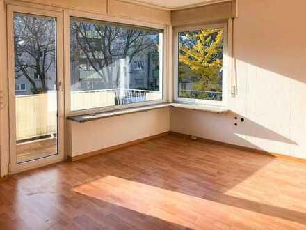 Sonnige, frisch renovierte 3-Zimmer-Wohnung mit Balkon und EBK in Stuttgart