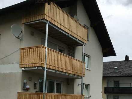 Modernisierte Wohnung mit vier Zimmern und Balkon in Cham-Loibling