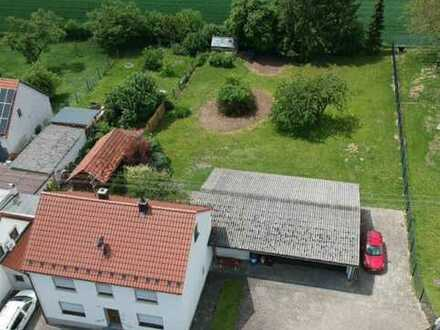 Gepflegtes Wohnhaus mit 3-fach Garage und großem Garten