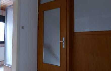 Helle 3-Zimmer-DG-Wohnung mit EBK in Rosbach vor der Höhe