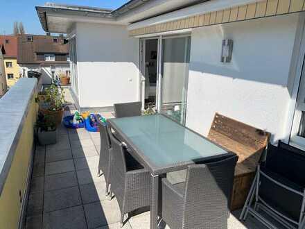 Exklusive, sonnige 4-Zimmer-Penthouse-Wohnung mit Balkon und EBK in Friedrichshafen