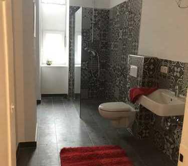 Chice Wohnung in bester Citylage -2-ZKB im denkmalgeschütztem Haus- topsaniert & 2er WG geeignet