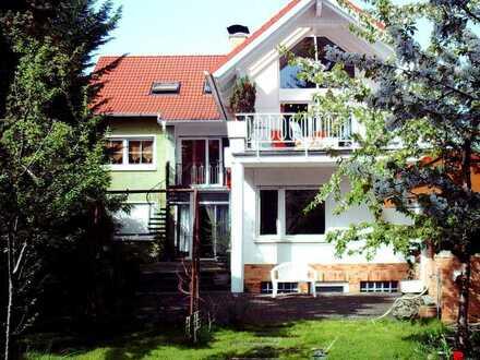 TOP Kapitalanlage! MFH mit 2 Garagen und schönem großen Garten, in guter Lage von Griesheim!