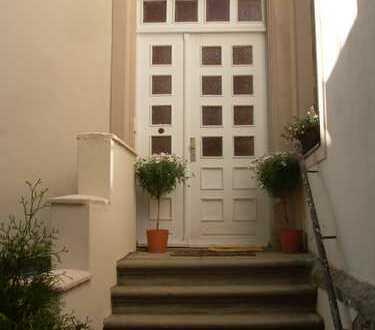 Denkmalobjekt! Modernisierte 4-Zimmer-Wohnung mit Balkon, grün und zentral gelegen