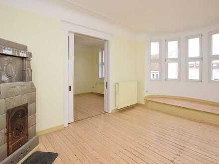 Mit viel Platz: Charmante 5-Zimmer-Altbauwohnung