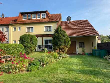 * Sehr schönes Einfamilienhaus mit Garage + Gartenanlage *