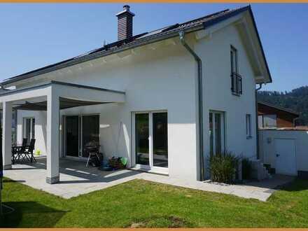 Wunderschönes, neuwertiges Einfamilienhaus lässt Ihre Träume wahr werden !