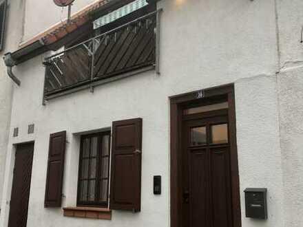 Gepflegtes 2-Zimmer-Haus im Stil einer Maisonette-Wohnung mit Balkon in Mainz-Laubenheim