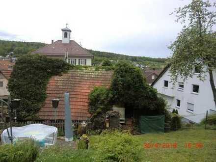 Sonniges Hanggrundstück mit 2-Familienhaus sowie einem Bauplatz für ein weiteres Einfamilienhaus