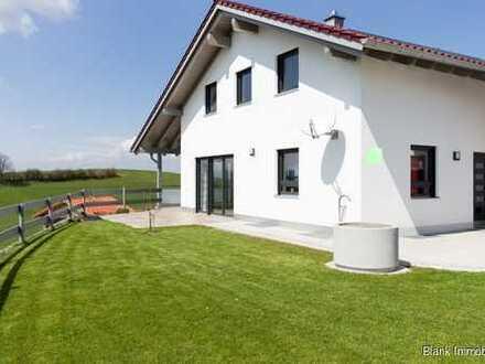 Wieder da! Einfamilienhaus mit Garage, Garten und Bergblick - in Durach!