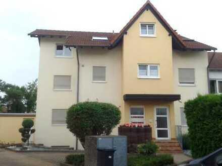 Gepflegte 4-Zimmer-Hochparterre-Wohnung mit Balkon und EBK in Ludwigshafen/Maudach