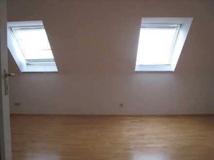 Tolle 1-Zimmer-Maisonette-Wohnung mit Balkon und Einbauküche in Günzburg