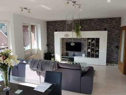 Wohnung mit viel Charme, 2 Zimmer & 3 Balkone !!!(2 OG li)
