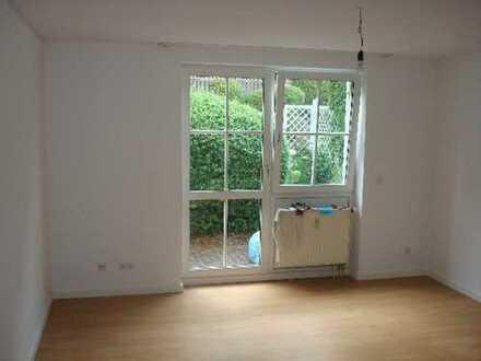 Schöne 2 Zimmer Wohnung mit Terrasse, EBK u. TG-Stellplatz nahe Uni!