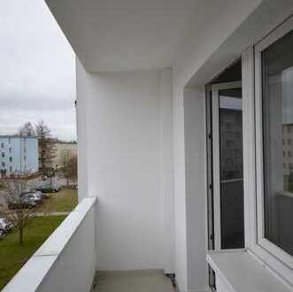 ERSTBEZUG! Frisch renoviert! 3-Zimmer-Wohnung mit Balkon