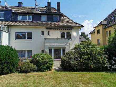 Hitverdächtig: Charmantes Dreifamilienhaus in feinster Lage!