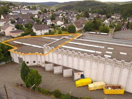Lagerhalle mit Regalierungsanlage, rd. 1.500 Palettenplätze, Tor, Rampe - 20 min. von Siegen