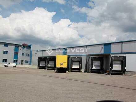 Umschlaghalle mit großzügier Freifläche an der A 8 bei Augsburg